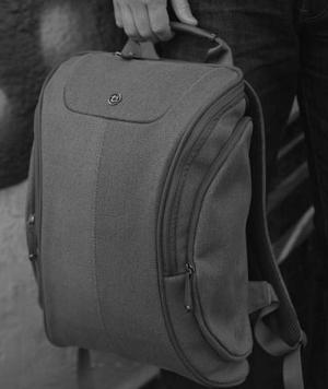 Cobra Squeeze Backpack
